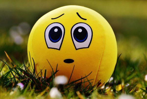 balle jaune désolé triste